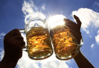 88478_revellers-salute-with-beer-during-oktoberfest-in-munich