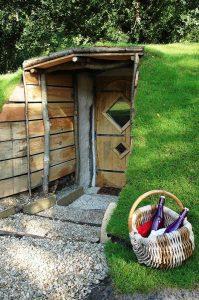 Une nuit dans une maison de hobbit a drache en nord - Maison en pleine nature ...