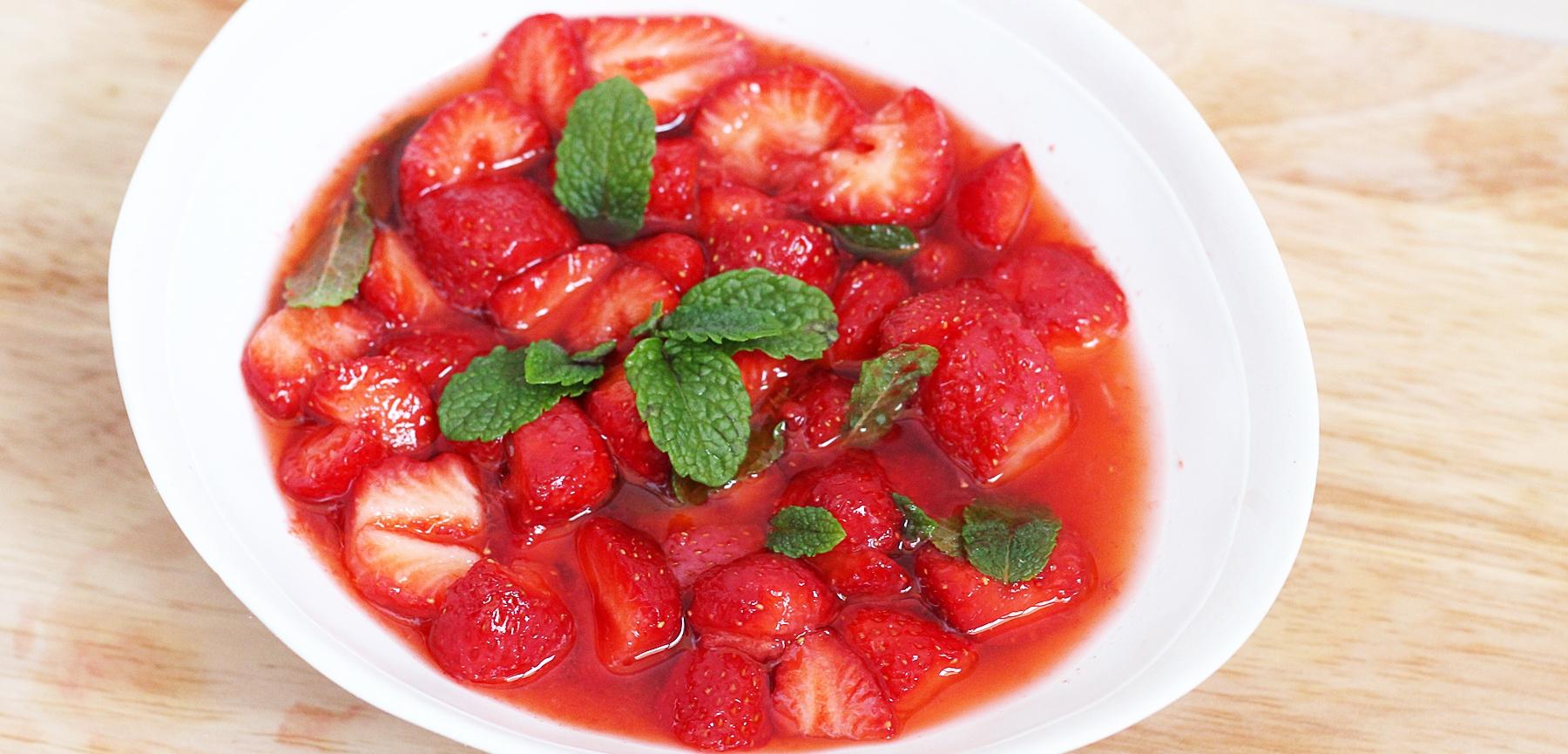 soupe de fraises de phalempin au perl de groseille la recette sur a drache en nord. Black Bedroom Furniture Sets. Home Design Ideas